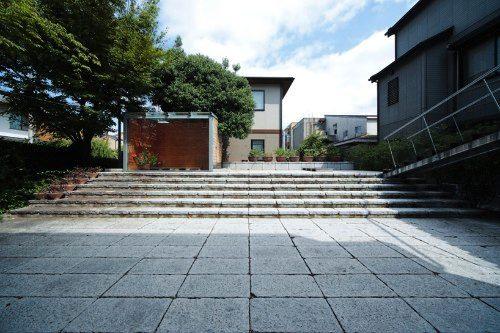 Olivia Shih e Yoshihito Kashiwagi do Facet Studio projetaram o Tea Room, uma estrutura livre localizada e Osaka, Japão.