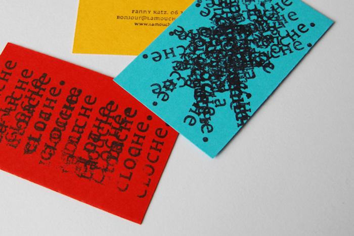 O estúdio de design gráfico La Mouche et la Cloche, lá de Paris, foi fundado por Fanny Katz e Sylvain Henri que se conheceram na École Professionnelle Supérieure des Arts Graphiques de Paris. Acabaram trabalhando juntos na Les Bons Faiseurs antes de abrir o próprio estúdio em 2012.