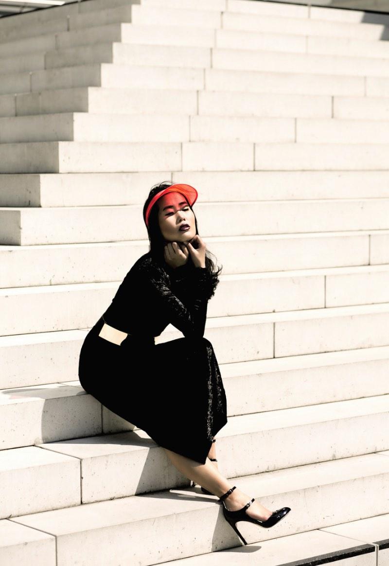 Maike Banger é uma fotógrafa lá de Colônia, na Alemanha. Ela se considera especializada em fotografia para editoriais de moda, retratos e fotografia de modelos. E, depois de dar uma olhada nas fotos abaixo, preciso dizer que ela sabe mesmo o que está fazendo.