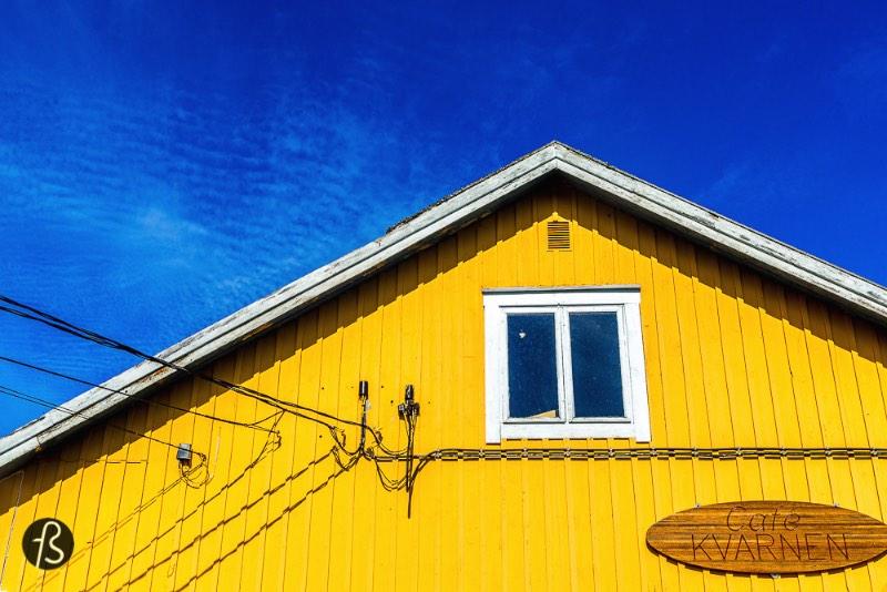 Jurmo é uma ilha remota no arquipélago de Åland, no sul da Finlândia. A Marcela Faé esteve na ilha em junho e fotografou um pouco da beleza natural e das pessoas que vivem nessa ilha perdida entre a Suécia e a Finlândia.