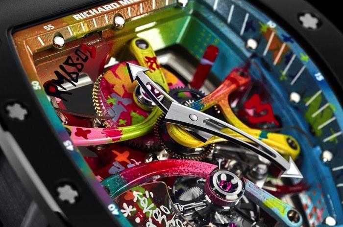 Cyril Phan, conhecido no mundo da arte de rua como Kongo, é o artista convidado pela empresa de relógios Richard Mille para criar todo o visual do RM 68-01 Tourbillion. O artista trabalhou próximo de toda a equipe de desenvolvimento e pesquisa pra desenvolver a forma assimétrica do relógio que acaba dando um visual ainda mais interessante para o produto final.