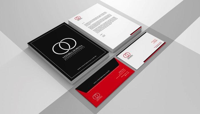 Fabiano Rocha é um designer brasileiro apaixonado por tipografia e por tudo que essa técnica consegue fazer com a comunicação. Para ele, a tipografia é o design gráfico na sua mais pura forma e, preciso dizer que, concordo com ele nisso.