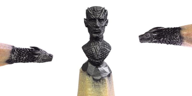 Salavat Fidai é um artista russo que criou uma série de esculturas miniatura para a mais famosa novela de dragão da atualidade, a série Game of Thrones. A pedido da HBO Asia, esse escultor acabou criando esculturas tão pequenas que foram criadas na ponta de lápis. É sério isso. Ele esculpiu elementos dessa famosa série na ponta de lápis e o resultado pode ser visto entre Junho e Agosto de 2017 em uma exposição itinerante que vai passar por Cingapura, Malásia e Tailândia.