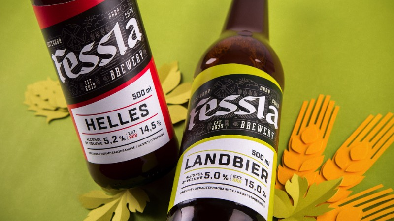 Não conhecia o trabalho de design dos russos da UNBLVBL até me deparar com o perfil deles no Behance e me apaixonar com uma embalagem feita para que pode ser a melhor cerveja do Cazaquistão. Fessla é o nome dessa cerveja que é bem famosa no seu país de origem. Isso acontece porque ela é mais do que apenas uma cerveja. Ela é um hotel, um pub, uma cervejaria e os locais conhecem tudo isso sob o nome Fessla.