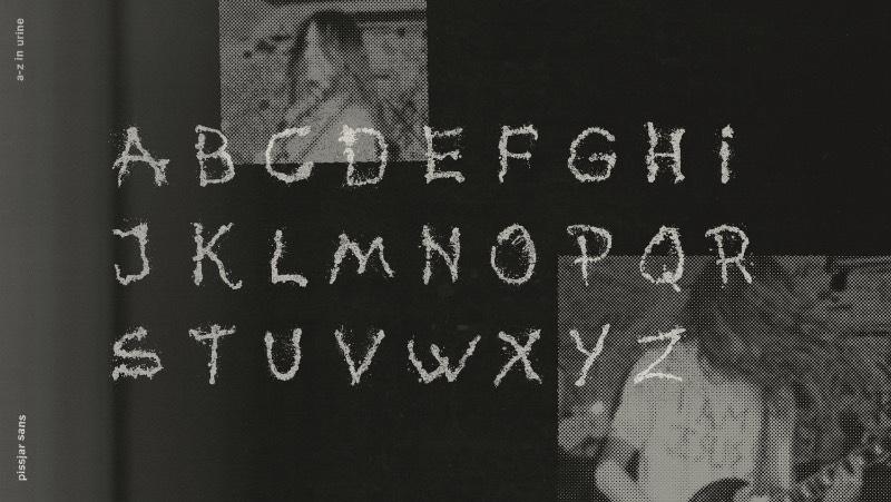 Pissjar Sans é um projeto que começou de forma tímida mas que acabou se tornando algo muito maior. Da capa de um disco, o projeto foi sendo desenvolvido para algo mais completo, e terminou com a criação de um alfabeto completo que foi criado com as contribuições de todas as pessoas da banda Pissjar.
