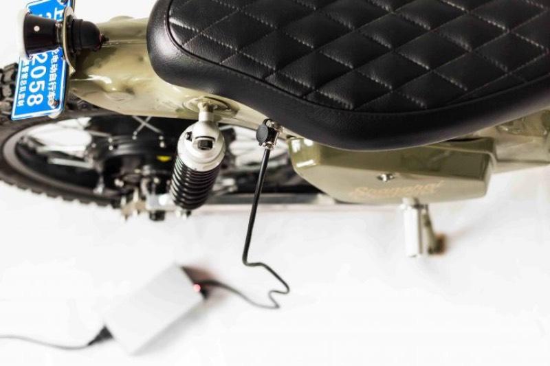 eCub 2 é uma motocicleta elétrica com um visual retrô criada pela equipe do Shanghai Customs. Essa moto foi criada através da combinação do chassi da Honda Super Cub com um motor elétrico de mais de 1000 watts que controla a roda traseira e uma bateria de lítio de 3.7v 3.400 mAh da Panasonic.