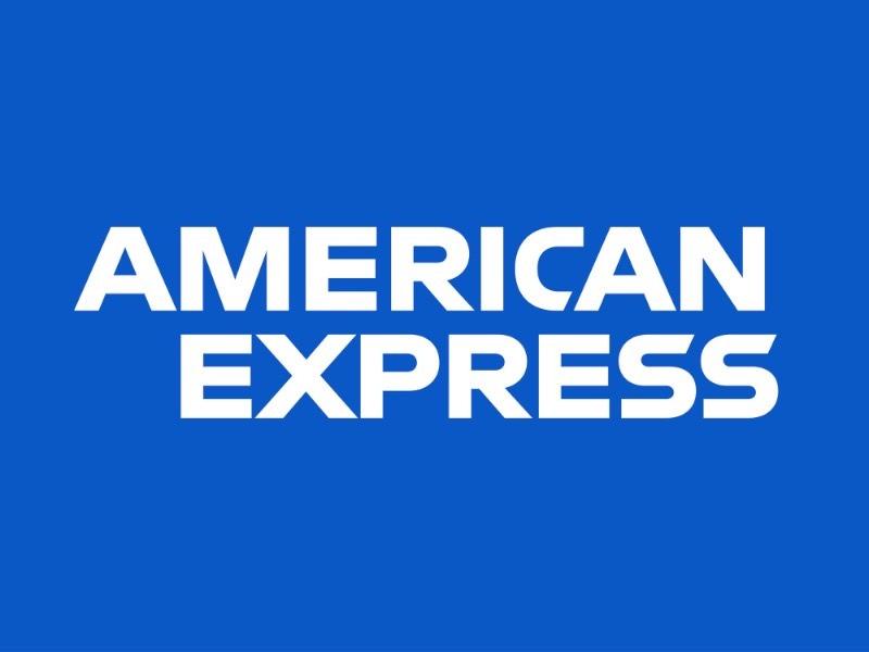 Desde 1975 que o logo do American Express pode ser encontrado dentro de um quadrado azul que se tornou icônico. Mas, depois de todos esses anos, a equipe de designers do escritório de Nova Iorque da Pentagram trabalhou para fazer um redesign que transformasse tudo em algo ainda mais relevante para essa marca de cartões de crédito. Foi assim que surgiu o redesign do American Express.