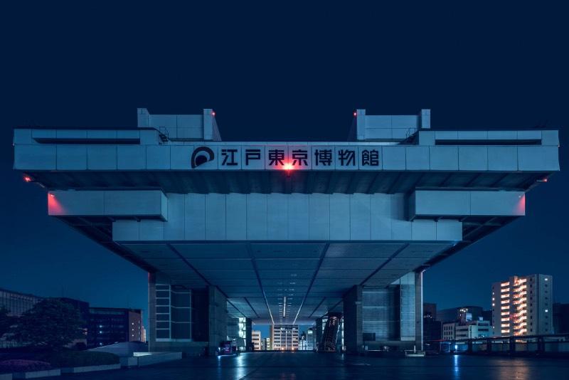 Nihon Noir é uma série de fotos que surgiu do fascínio de Tom Blachford por Tóquio. As fotografias que você pode ver logo abaixo foram produzidas com a intenção de traduzir os sentimentos do fotógrafo quando visitou o Japão pela primeira vez. Para ele, era como se ele estivesse visitando um futuro paralelo, um local onde tudo é meio estranho apesar de ser familiar.