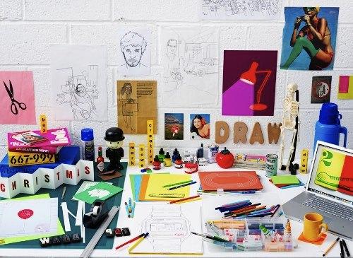 Mark Rowe é um ilustrador baseado na Grã Bretanha. Ele começou sua carreira como designer gráfico e foi evoluindo e ganhando prêmios enquanto trabalhava para diversas agências de publicidade e escritórios de design. Essa experiência fez com que ele desenvolvesse uma forma de produzir design de um jeito inteligente e relevante para o briefing.