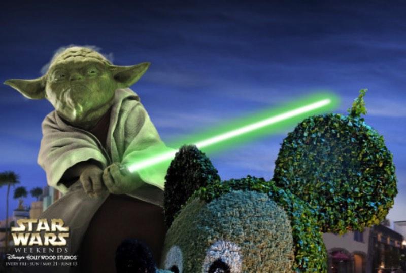 Lembro de ver anúncios como esses para o anual Star Wars Weekend na Disney mas nada supera ver Darth Maul tendo um arco íris pintado no rosto. Nenhuma imagem vai ser interessante do que esse anúncio. Pronto. Parei.
