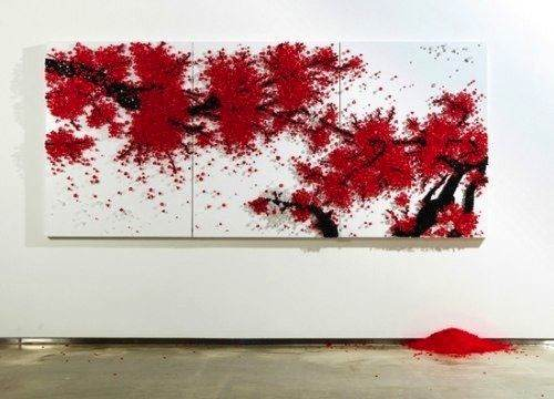 Ran Hwang é um artista coreano que cria instalações intricadas e poéticas usando materiais inusitados e de uso no dia a dia. Nas imagens desse post, você pode ver alguns de seus trabalhos utilizando botões.