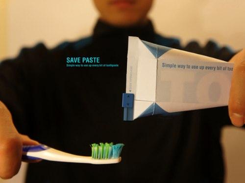 Save Paste foi criado com três objetivos em mente: eliminar aquela dificuldade de colocar paste de dente quando ela está ficando no final, minimizar os resíduos que acumulam no final da embalagem e reduzir o pacote para apenas uma embalagem. Dessa forma, podemos reduzir o desperdício de produtos e de materiais e, ao mesmo tempo, induzir uma taxa de reciclagem ainda maior. Afinal, uma embalagem que leva em conta a experiência do usuário só tem a ganhar.