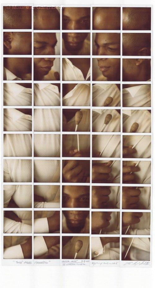 Maurizio Galimberti é um fotógrafo italiano cujo trabalho consiste de mosaicos abstratos feitos usando muitas fotos Polaroid. Ele cria esses mosaicos abstratos tirando dezenas de fotos e as organizando em um grid. É nessa etapa que você começa a visualizar o que o fotógrafo está tentando fazer. É aqui que você entende as múltiplas dimensões de perspectiva que existem em suas obras.