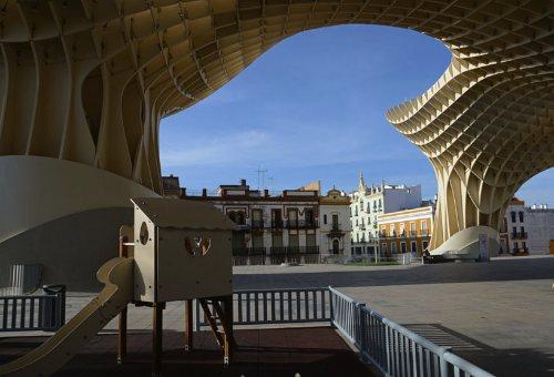 'playgrounds of the world' by manuel alvarez diestro_03