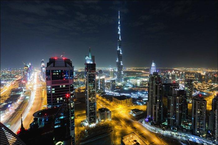 Existe um grupo de russos que tem o estranho hobby de subir nos prédios mais altos do mundo e fotografar tudo lá de cima. Suas fotos mostram cartões postais de uma forma inusitada e não são feitas para quem tem medo de altura. No post aqui você vai poder ver o que ele fizeram fotografando Dubai do Alto.