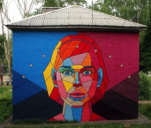 Dmitri Aske é um artista russo com uma versatilidade estética fora do comum. Baseado em Moscou, ele mistura um olhar especial para o estilo com muito trabalho duro e compromisso, além de uma forma mais do que séria de trabalhar com diferentes clientes. E ele anda trabalhando assim desde 2000, quando começou sua carreira e migrou do graffiti e da arte de rua para algo mais voltado para o designer gráfico e a ilustração. Aliás, hoje em dia, o que mais me chama a atenção nos eu trabalho é a forma com a qual ele mistura de todos esses elementos e acaba criando algo unicamente seu.