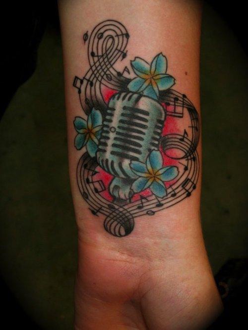 Sir Lexi Rex é um tatuador lá de Washington com um portfólio repleto de estilos bem diferentes e uma ótima aplicação de cor.