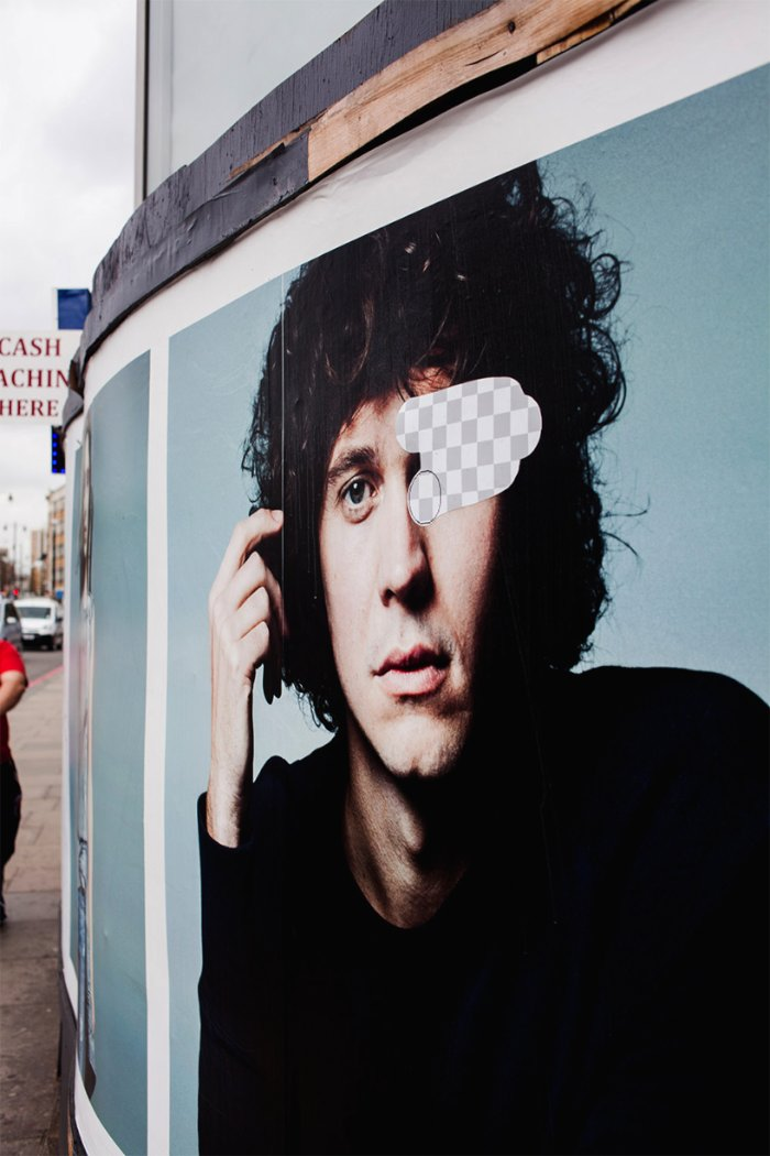 O pessoal por trás do blog Street Eraserresolveu unir o mundo digital com o analógico com uma série de adesivos inspiradas no Photoshop.