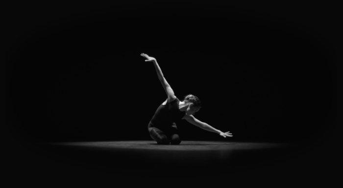 Nocturne é um curta metragem que tenta mostrar os paralelos entre o mundo dos sonhos e a realidade fictícia do computador. Mas, como que isso acontece? No video, você vai ver, de forma musical, a transformação do estado consciente do dançarino através dos seus sonhos até que ele acorda.