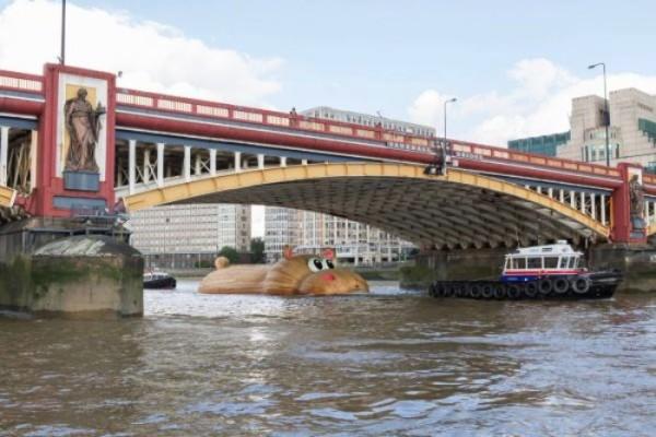 Um Hipopótamo Gigante no Meio de Londres