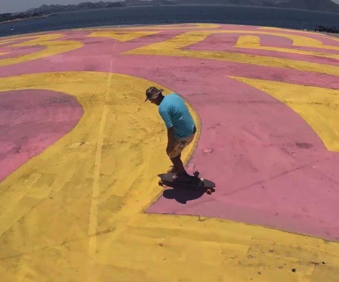 O artista conhecido como INSA cria GIFs animados analógicos usando seu graffiti e sua pintura. Ele é conhecido pelos GIFs animados que já fez em paredes que parecem se mover. Tudo feito com muito trabalho e inúmeros desenhos que se movem um pouco a cada dia.