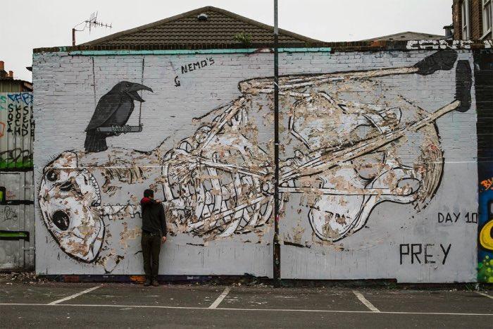 Nemos é um artista de rua, na falta de um título e descrição melhor. Seu trabalho pode ser meio estranho algumas vezes, já que suas enormes obras de arte incluem corpos que de decompõe entre outras coisas.