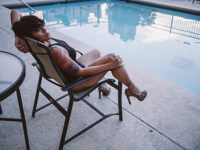 The Lust Project é o blog onde o fotógrafo Aphro Oner publica seus trabalhos mais experimentais e artísticos. As fotos abaixo são um bom exemplo disso e tenho certeza de que vocês vão gostar do que existe por lá. Só tenha um pouco de cuidado para não abrir esses links no trabalho.