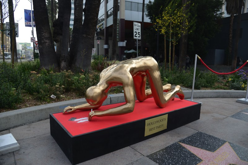 Stop making stupid people famous é o nome do projeto mais famoso do Plastic Jesus, artista de rua de Los Angeles. Já publiquei um artigo sobre isso tem um tempo mas já era hora de atualizar tudo isso.