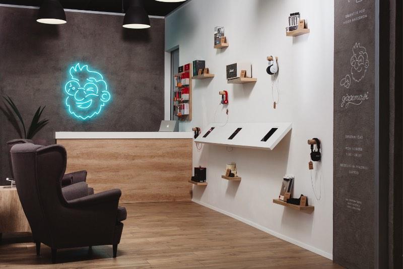 Emil Kozole é um designer esloveno que vive entre Londres e Ljubljana. Seu portfólio é bem interessante e reflete bem seus interesses em tipografia, internet, design e pesquisa