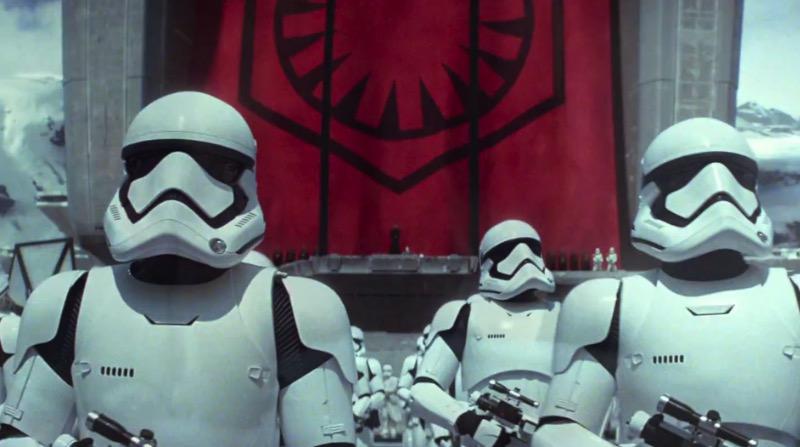 É com uma felicidade fora do comum que publico esse que é o trailer mais empolgante de Star Wars da história. Não estou brincando não.