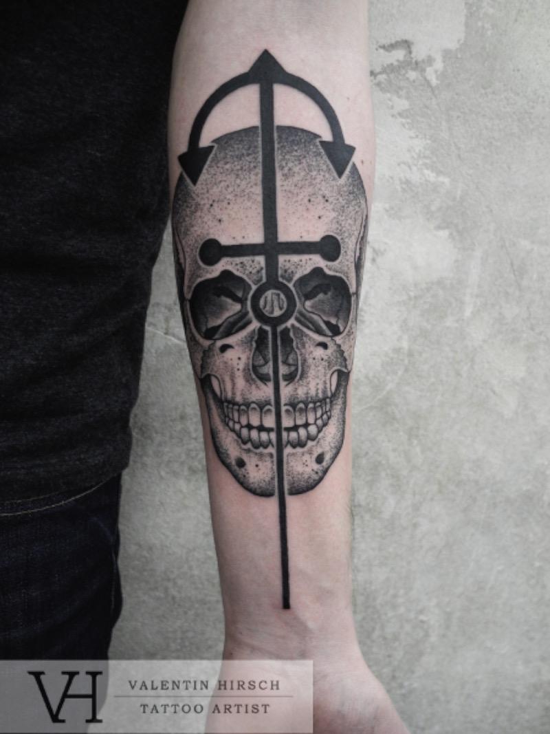 Valentin Hirsch é um dos tatuadores mais famosos aqui de Berlin. Seu trabalho é, normalmente, cercado de temas de animais e feitos usando a técnica de pontilhismo.