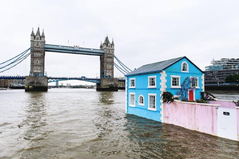 O Airbnb e a TBWA resolveram mostrar o que o site pode fazer com uma casa flutuante no meio do rio Tâmisa em Londres. Estranho? Claro!