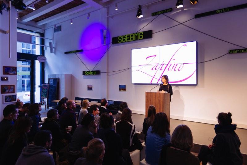 Nadine Chahine fala sobre adaptar a Zapfino para árabe no Creative Mornings Berlin