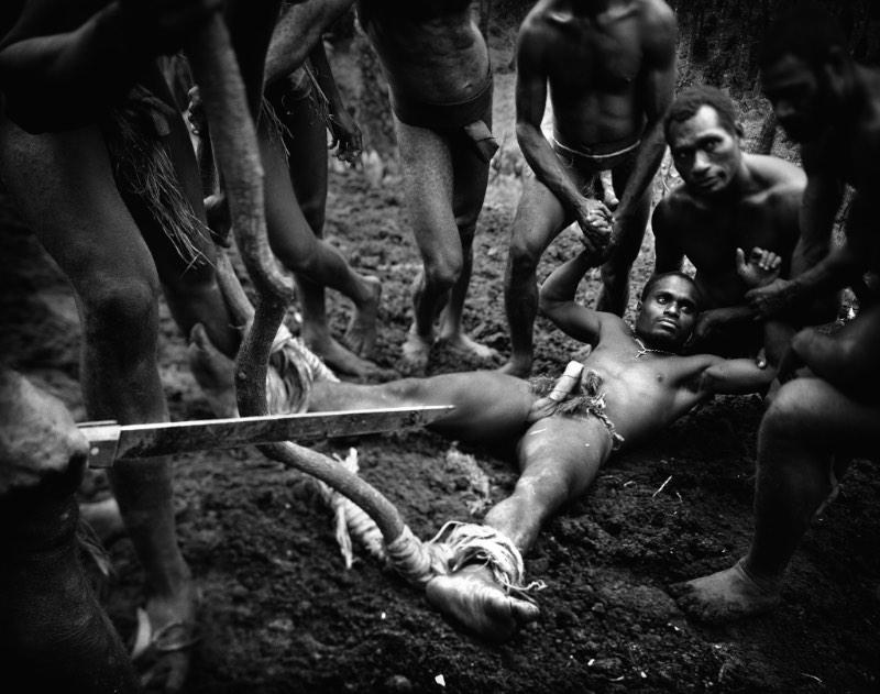 Tomasz Gudzowaty é um fotógrafo polonês que trabalha com documentário, retratos e arte. Ele que, masceu em 1971, ganhou reconhecimento através dos anos, recebendo vários prêmios que incluem ai o World Press Photo.