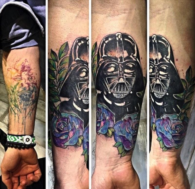 Eva Krbdk é uma tatuadora que trabalha na capital da Turquia, Ankara. É de lá que ela usa algumas técnicas de tatuagem contemporânea para criar belíssimas peças. Mas, o mais interessante do portfolio delas são essas tatuagens que lembram ponto de cruz.