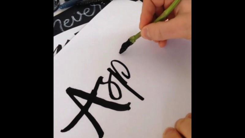 Ian Barnard é o designer responsável por essa experimentação caligráfica que você vai ver no vídeo abaixo. Não sei de onde veio a idéia de trabalhar essa caligrafia com vegetais mas foi isso que ele fez aqui e ficou bem interessante.