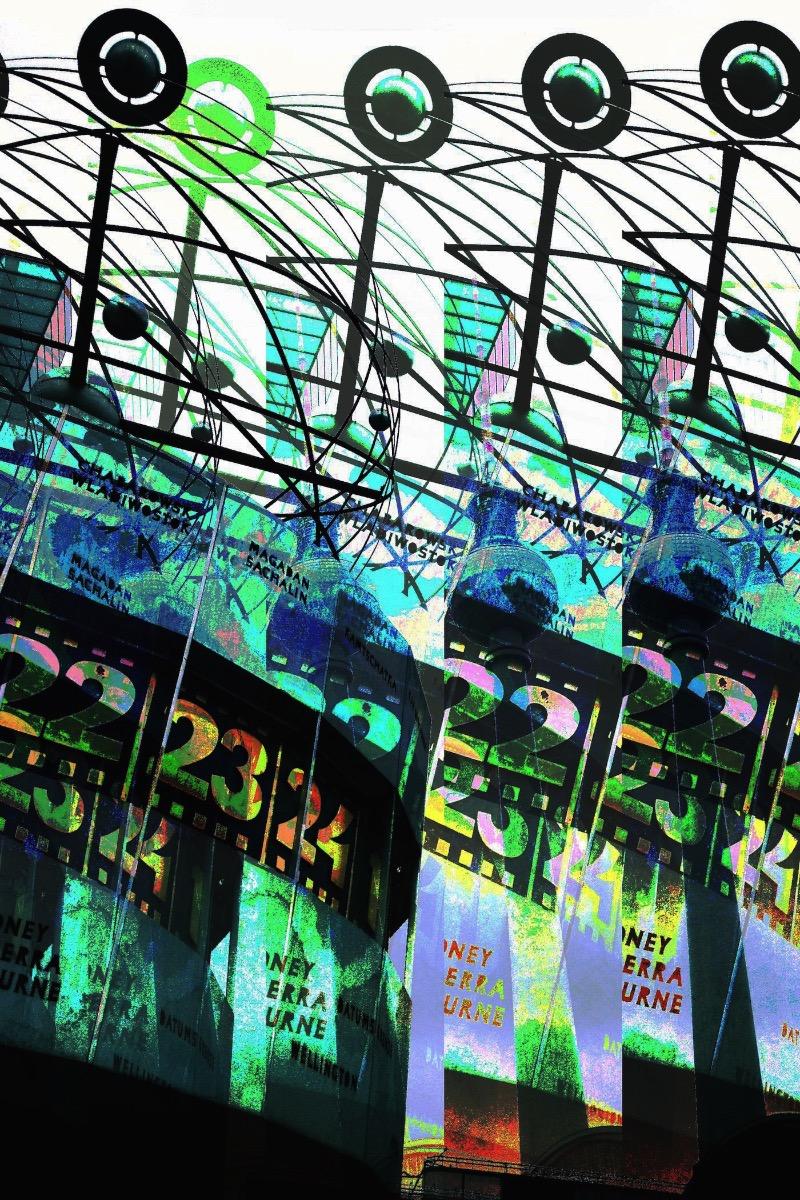 No início de novembro de 2013, participei de um workshop de glitch e data mosh aqui em Berlin e acabei aprendendo algumas técnicas que desconhecia. Já venho tentando minha sorte com glitch tem um tempo mas tudo que eu descobri foi através de pesquisas online e sabia que poderia ser melhor do que aquilo. Saindo do workshop, resolvi levar as técnicas que aprendi até meu limite e foi assim que resolvi começar com o 30 Days of Glitch.