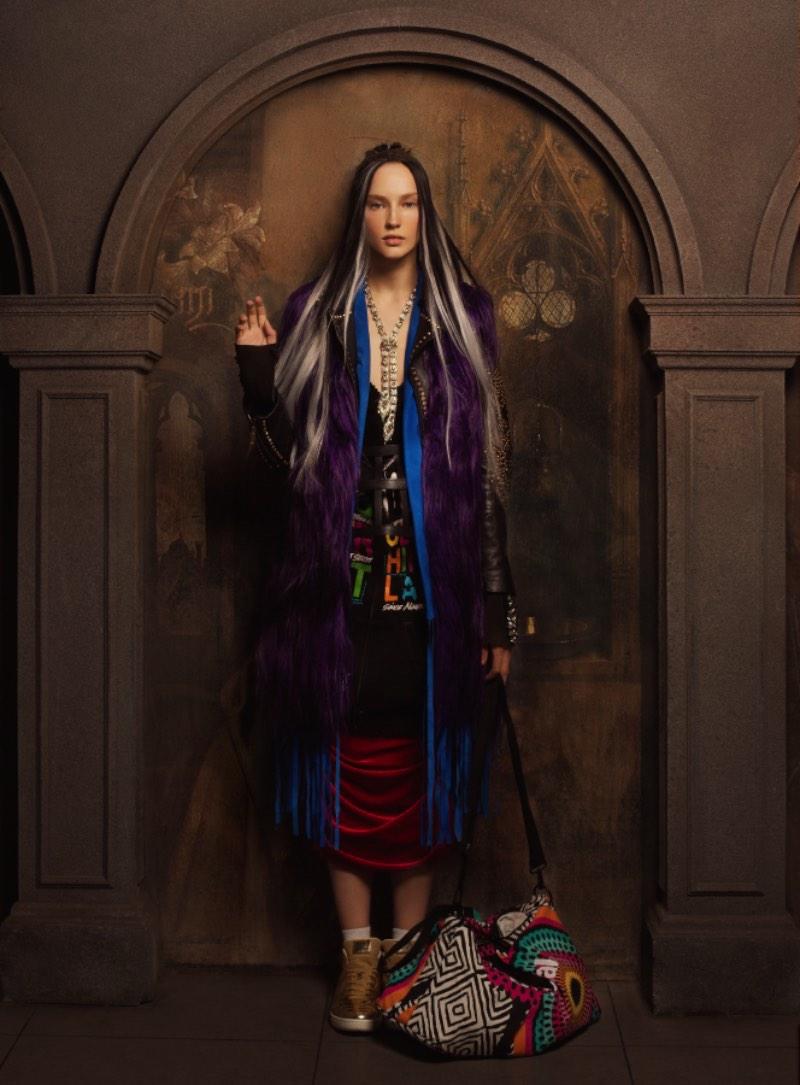 IQON é o nome do resultado de mais um fenomenal ensaio fotográfico coordenado por Andrey Yakovlev & Lili Aleeva. Aqui eles usam da iconografia da igreja ortodoxa russa como inspiração para um sessão de fotos de moda. E a gente adorou o resultado final.