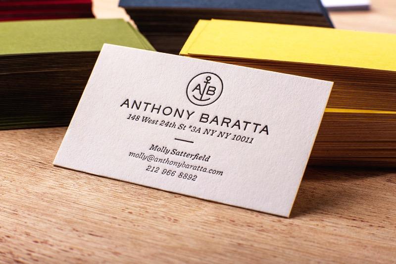 Não são poucos os designers que gostariam de ter o impressionante portfolio que o Mikey Burton tem. Seu talento vai do design gráfico a ilustração e, ele mesmo se descreve como um designy illustrator que parece fazer muito sentido.