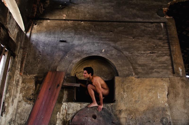 Fernanda Líder é o nome da fotógrafa responsável pelo Nu Encontro, seu projeto pessoal de nu artístico. E a ideia aqui foi e ainda está sendo a de aprender a se acolher e a acolher ao próximo, numa luta constante contra padrões e a ditadura da beleza.
