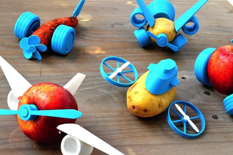 Open Toys é o nome de uma série de componentes impressos tridimensionalmente que tem o objetivo de levar um pouco de criatividade para a preparação das refeições. Resumindo, Open Toys é como uma nova geração vai sair brincando com comida e uma impressora 3D. É inevitável e parece ser bem divertido.