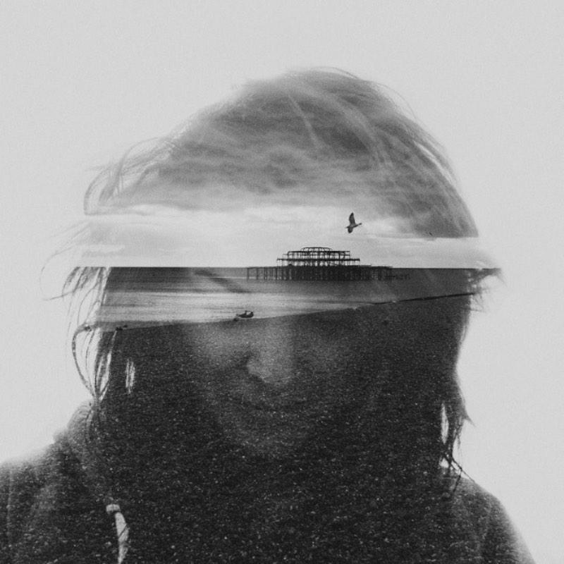 Dan Mountford passa seus dias estudando design gráfico na Universidade de Brighton mas seu portfolio já é daqueles de deixar muita gente de queixo caído. Digo isso por que ele desenvolveu uma forma bem particular de trabalhar com dupla exposição e isso acabou virando sua assinatura estética, de certa forma. Essa série de retratos é chamada de The Worlds Inside of Us e pode ser descrita como uma jornada visual através das nossas mentes com a finalidade de mostrar a realidade do dia a dia que não enxergamos sempre.