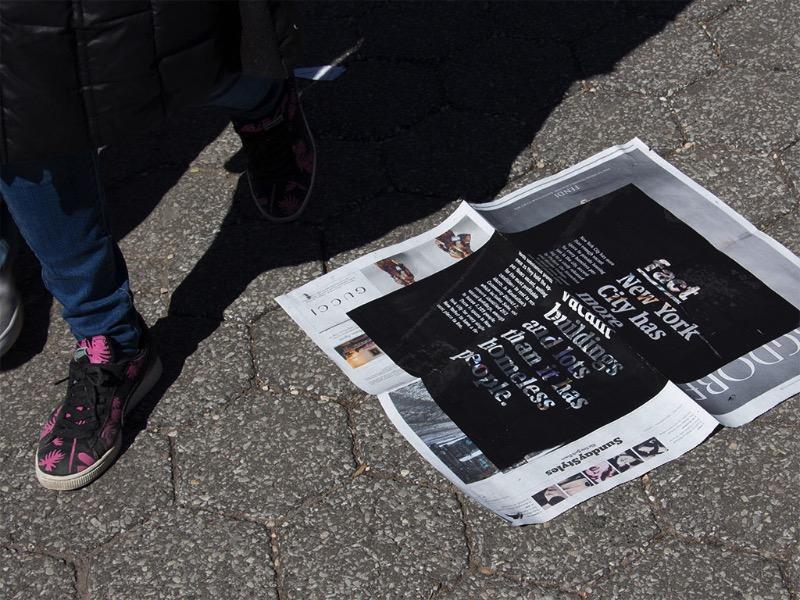O Problema dos Sem Teto em Nova Iorque é um projeto de design gráfico criado por Vitor de Carvalho. A ideia desse projeto era de trabalhar com a problemática social da cidade e introduzir uma narrativa fragmentada. Para isso foram feitos 4 cartazes, cada um com uma mensagem diferente, que foram impressos sobre a seção de imóveis do The New York Times e, finalmente, descartados pelas ruas de Nova Iorque.