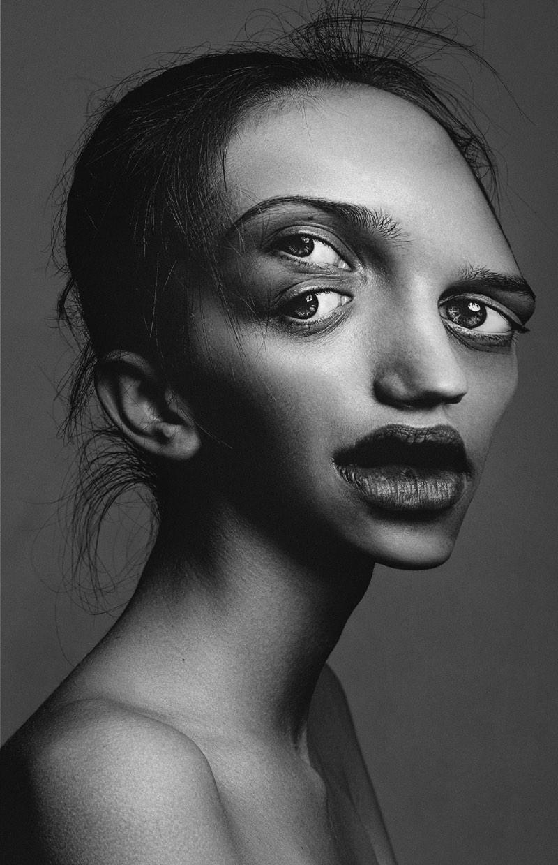 Stockify é um projeto pessoal de Flora Borsi que, depois de analisar dezenas de ensaios de fotografia de moda, percebeu o quão perfeitos eles podem ser. E, pensando nisso, ela resolveu seguir numa direção completamente oposta e resolveu distorcer as imagens de algumas dessas modelos tão perfeitas.