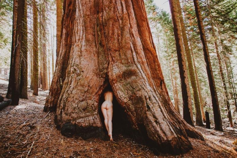 Corwin Prescott é um fotógrafo americano, baseado na Philadelphia, cujo trabalho flutua entra duas áreas distintas: a exploração da natureza e a fotografia erótica. E, por isso mesmo que resolvemos publicar o trabalho dele por aqui novamente.