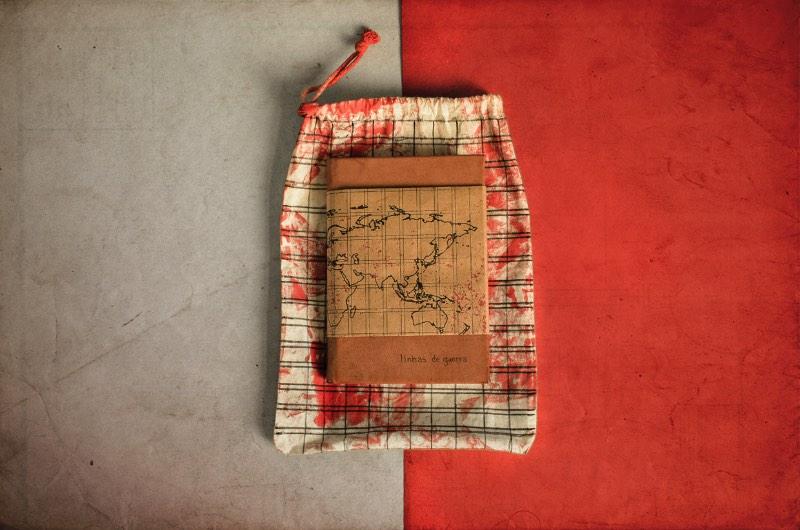 Linhas de guerra 1933-45 é o nome desse livro objeto criado pelo estudante de design Gustavo Vitulo como projeto final no curso de Design Gráfico da UEMG. O objetivo do trabalho foi de refletir sobre a influência da Segunda Guerra Mundial na história do design editorial e gráfico.