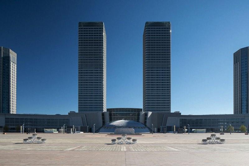 Fotos de uma Cidade Fantasma Chinesa por Raphael Olivier - Ordos é uma cidade fantasma no estado chinês da Mongólia Interior. Sim, as fotos que você vai ver abaixo são de uma enorme cidade fantasma chinesa. Mas, como que isso pode acontecer nos dias de hoje? Parece complicado mas nem é de verdade.