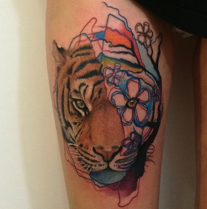 Rafael Makarov vem da Polônia mas seu trabalho de tatuagem vem com outro nome: Dzikson Wild. E, com esse pseudônimo, um novo estilo de tatuagem acabou surgindo. O antigo estilo foto realista que Makarov seguia foi substituído por uma mistura bem maluca de desenhos animados, aquarelas, ilustração e alguma coisa de realismo.