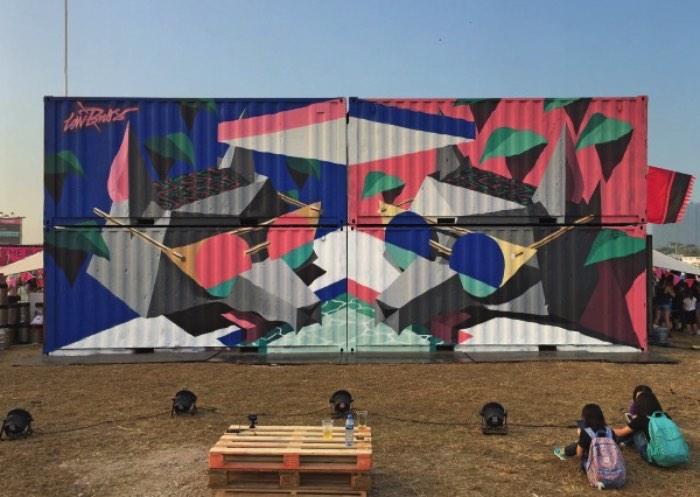 The Low Bros é uma dupla de artistas aqui da Alemanha composta dos irmãos Christoph e Florin Schmidt, conhecidos anteriormente por Qbrk e Nerd. Seu trabalho é, geralmente, centrado em animais estilizados com figuras humanas e muito graffiti. Como era esperado, o trabalho da dupla mistura o skate com o hip hop, passando por outros elementos visuais que marcaram muito as décadas de 80 e 90.