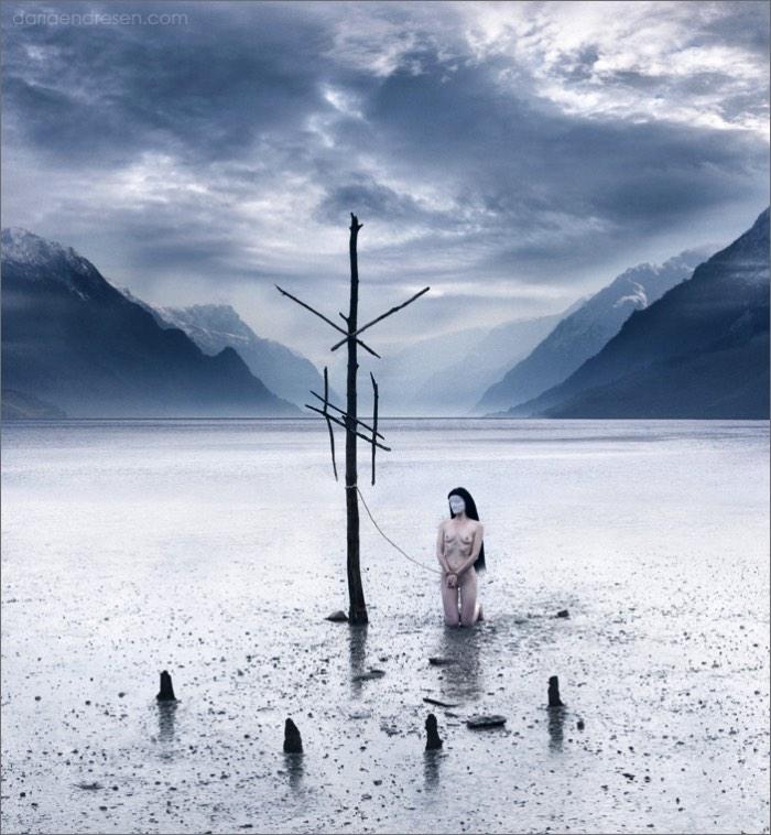 Daria Endresen é uma fotógrafa norueguesa com uma estética única e bem pesada. Em suas fotografias, as pessoas não parecem pessoas e me lembram mais seres extraterrestres do que qualquer outra coisa.